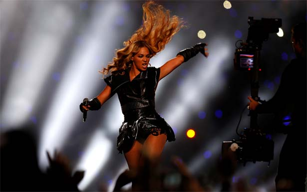 Beyoncé convida fãs brasileiros para a Mr. Carter World Tour em vídeo postado em seu site oficial (Jeff Haynes/Reuters)