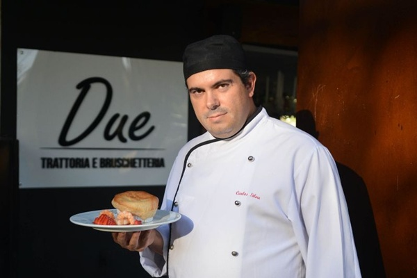 O chef Carlos Silva, do Due Bruschetteria, criou uma entrada (Daniel Ferreira/CB/D.A Press )