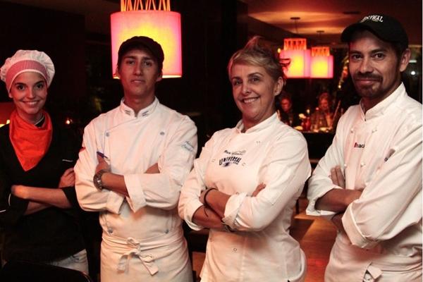 Os chefs Leticia Vargas (E), Adrian Córdoba e Simon Navarrete foram treinados por Mara Alcamim para comandarem o fogão do D.O.C. (Viola Junior/Esp. CB/D.A Press)