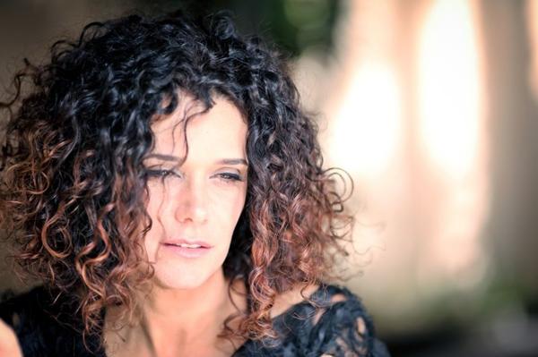 Glaucia Nasser: repertório com arranjos afro-brasileiros chamou a atenção do percussionista norte-americano Sammy Figueroa (Peu Robles/Divulgação)