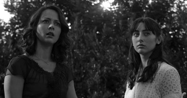 Benedick (Alexis Denisof) e Beatrice (Amy Acker): os protagonistas do texto de Shakespeare (H2O/Divulgação)