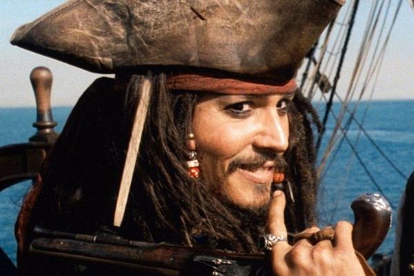 Johnny Depp receberá US$ 60 milhões para voltar a encarnar o abilolado Jack Sparrow nos cinemas (Buena Vista Pictures / Walt Disney Studios)
