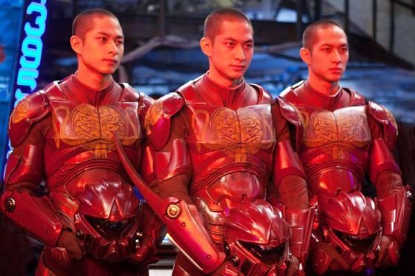 Círculo de fogo: saga da luta de guerreiros robôs de última geração com alienígenas saídos do mundo virtual (Warner/Divulgação)