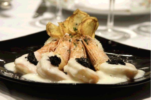 Camarões jumbo ao molho de champanhe brut com caviar (Viola Júnior/Esp. CB/D.A Press)