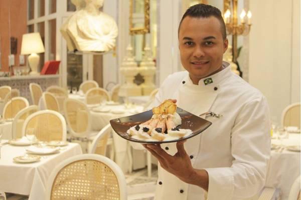 Kenis Henon e o prato que une camarão e caviar - uma surpresa ao paladar mais refinado (Viola Júnior/Esp. CB/D.A Press)