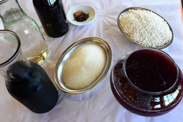 Vinho tinto, suco de uva, água, açúcar, cravo e canela: ingredientes acessíveis compõem o sagu  (Ronaldo de Oliveira/CB/D.A Press)