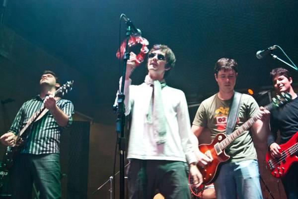 A banda Morning Glory presta tributo aos britânicos da Oasis (Beto Nociti/Divulgação)