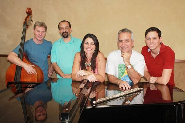 O grupo de professores da Escola de Música se uniu pela importância do centenário de Vinícius (Welder Rodrigues/Clube do Choro/Divulgação)