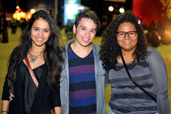 A cantora Camila Martinelli, Lucas Rosa e Lorena Dantas (Luis Xavier de França/Esp. CB/D.A Press)