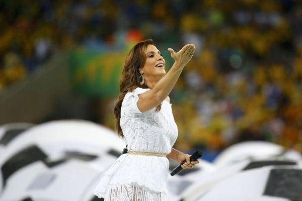 Cantora baiana é conhecida por atitudes irreverentes em seus shows  (REUTERS/Kai Pfaffenbach)
