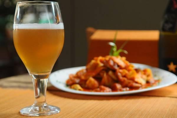 Prato tagliatelle com frutos do mar e cerveja de trigo com alcaçuz e semente de coentro, do restaurante Bistrô Cantucci (Iano Andrade/CB/D.A Press)