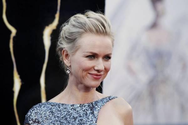 Para compensar semelhança, Naomi Watts passou horas tentando entrar na pele de sua personagem (Lucas Jackson/Reuters)