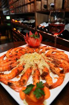 Camarão imperial do restaurante Coco Bambu: prato serve até quatro pessoas  (Monique Renne/CB/D.A Press)