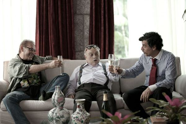Os amigos Juca (José Wilker), Montanha (Antônio Pedro) e PR (Paulo Betti): confusões acentuadas por um fantasma francês (Imagem Filmes/Divulgação)