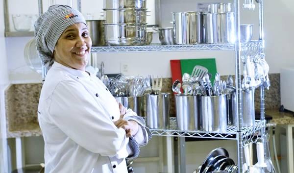 Janaína Sarmento Brito, coordenadora do curso de gastronomia no UniCeub, lista nove utensílios fundamentais na hora de cozinhar  (Gustavo Moreno/CB/D.A Press)