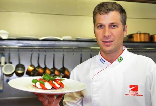 Maximiliano Summo: a salada caprese tem um preparo tradicional e simples (Ed Alves/CB/D.A Press)