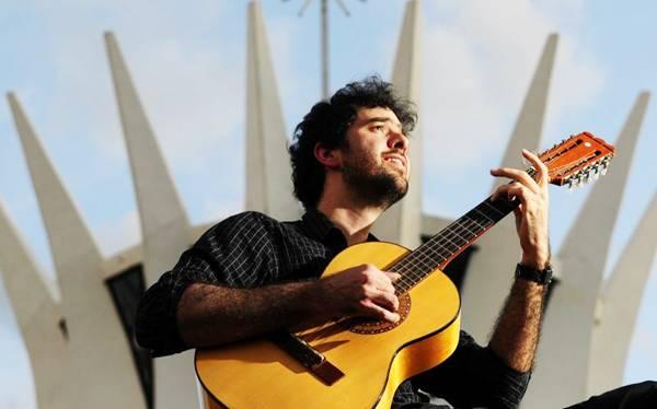 Fábio Miranda comanda a orquestra de viola no Gama (Edílson Rodrigues/CB/D.A Press)