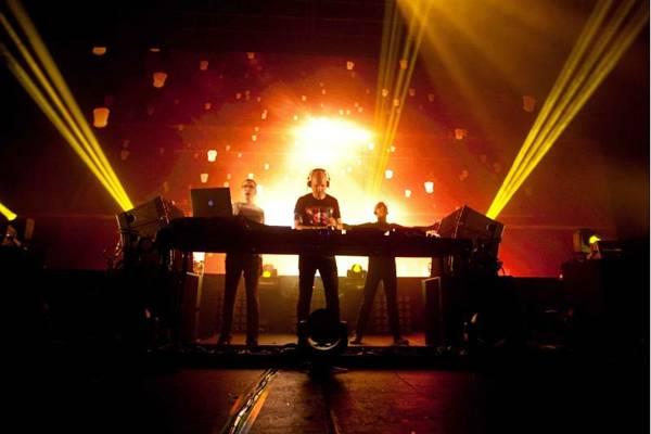O trio Above & Beyond é um dos nomes mais conhecidos da Eletronic Dance Music (EDM) (ObjetivaComunicação/Divulgação)