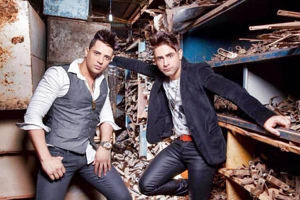 As duplas locais William e Marlon e Felipe e Ricardo animam a noite da boate com hits do gênero (Reprodução/Facebook)