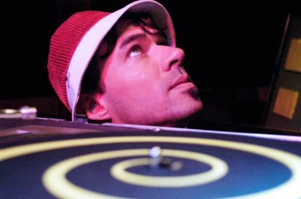 Gérson começou há dez anos a carreira de DJ, tocando em várias festas públicas e particulares (Gerson Deveras/Arquivo)