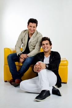 A dupla Cleber & Cauan é atração na festa (Camila Kalassa/Divulgação)