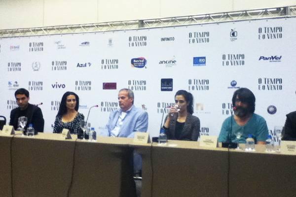 O elenco se juntou ao diretor do filme, Jayme Monjardim, para comentar a produção da obra (Ricardo Daehn/CB/D.A. Press)