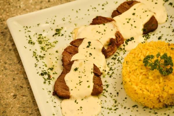 O arroz com açafrão combina com carne vermelha. Além da cor amarelada, a especiaria deixa o prato mais nutritivo (Daniel Ferreira/CB/D.A Press)