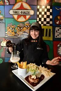 Shirley Soares comemora a boa aceitação dos hambúrgueres de avestruz e javali ( Monique Renne/CB/D.A Press)