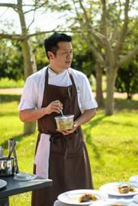 O chef William Chen Yen comanda banquete com produtos e ingredientes que são quase todos locais (Rafael Facundo/Divulgação)