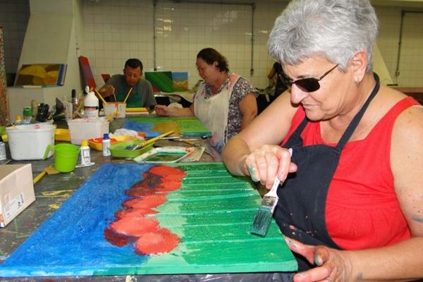 Marta Guedes foi uma das alunas da oficina de artes plásticas: acessibilidade e criatividade  (Marcus Fábius/Divulgação)