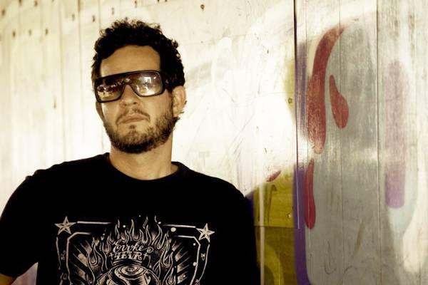 O DJ Chicco Aquino é atração na festa (Tadeu Prado/Divulgação)