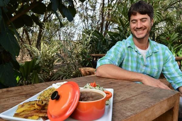 Oswaldo Scafuto e o picadinho: prato brasileiro, como o filme Tropa de elite (Monique Renne/CB/D.A Press)
