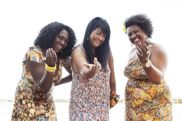 Dhi Ribeiro, Anna Christina Chaves e Khris Maciel comandam o samba (Karina Santiago/Divulgação)