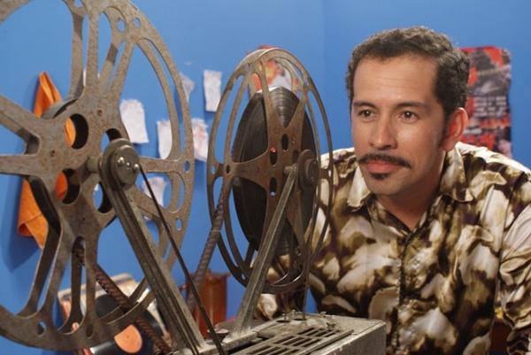 Francisgleydson (Edmilson Filho) luta para manter a projeção de filmes nos cafundós do Nordeste (Downtown Pictures/Divulgação)