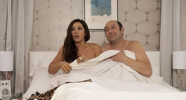 Roni (Kad Merad) é casado com Giovanna (Monica Bellucci): conflitos com o irmão, Zef (Eric Elmosnino) (Europa filmes/Divulgação)