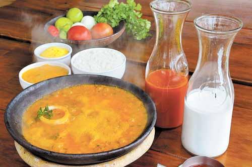 A moqueca baiana, com forte influência africana, combina com arroz branco, pirão de peixe e farofa de dendê (Marcelo Ferreira/CB/D.A Press)