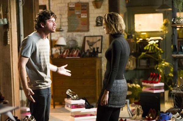 Amora fica transtornada com a revelação que Wilson faz a Bento sobre seu comportamento com Simone (João Miguel Júnior/TV Globo)