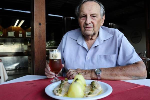 Fritz Klinger fundou a casa que leva seu nome há 34 anos, um dos primeiros a se instalar na Rua dos Restaurantes   (Carlos Moura/CB/D.A Press)