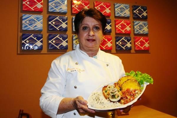 Maria Luíza da Mata e a tilápia à moda tropical, do restaurante Peixe na Rede  (Carlos Moura/CB/D.A Press)