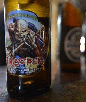 Korugar Bistrô vende a cerveja Trooper Ale, lançada pelo Iron Maiden (Daniel Ferreira/CB/D.A Press)