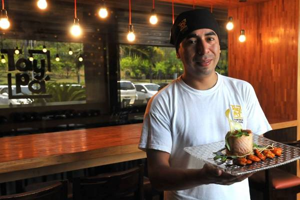 Elaborado pelo subchef do Taypá, Cesar Saldama, o salmão novo andino é um dos mais pedidos na casa (Marcelo Ferreira/CB/D.A Press)