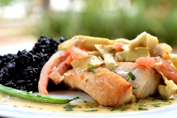 O Dona Lenha apresenta receitas com inspiração no mediterrâneo, como o filé amalfitano com arroz negro (Monique Renne/CB/D.A Press)