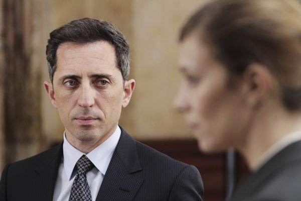 No corajoso longa de Costa-Gavras, Marc (Gad Elmaleh) revela as podres manobras do setor financeiro (Paris Filmes/Divulgação)