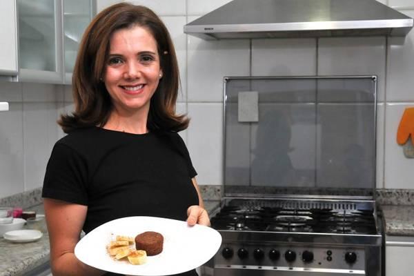 A nutricionista Fabiana Nalon desenvolveu a receita de bolinho de aveia com banana sem trigo e sem manteiga (Marcelo Ferreira/CB/D.A Press)