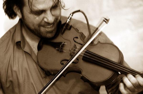 'O choro é o jazz brasileiro' Ted Falcon, violinista (Débora Amorim/Divulgação)