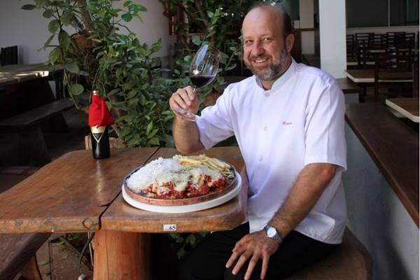 Filé à parmegiana do Restaurante do Rubinho: tradição gastronômica em Águas Claras (Elio Rizzo/Esp. CB/D.A Press - 4/9/12 )