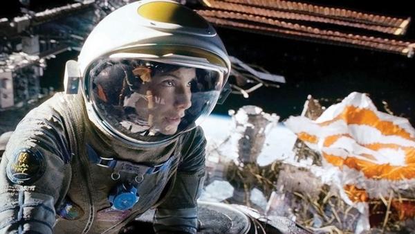 Sandra Bullock é a doutora Ryan Stone: à deriva após acidente em estação especial (Warner Bros/Divulgação)