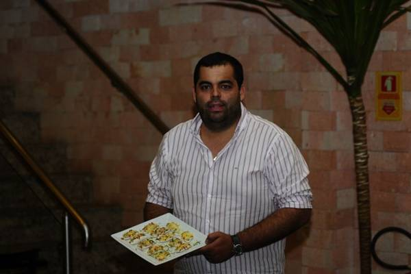 Thiago Lucena e os barquinhos de tapioca: receita de família é sugestão de entrada no restaurante Mandaka  (Carlos Moura/CB/D.A Press)