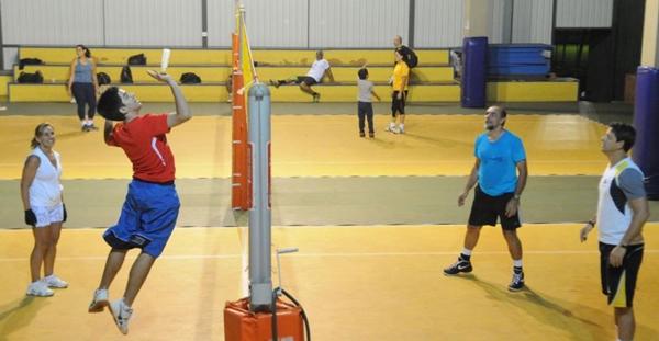 Peteca no Iate Clube: esporte sem restrição de idade (Carlos Moura/CB/D.A Press)