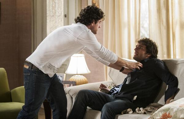 Na imagem, cena de Bento e Fabinho brigam por conta de armação de Amora (Cynthia Salles/TV Globo )